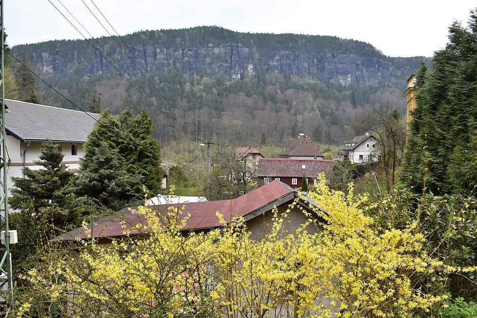 Dolní Žleb se nachází v unikátním Labském kaňonu.