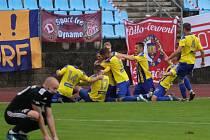 Varnsdorf (ve žlutém) porazil Třinec 1:0.