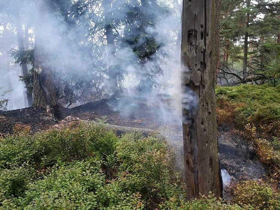 V nitru národního parku České Švýcarsko vypukl požár