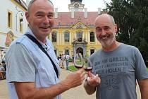 Slavnosti medu a vína na nádvoří děčínského zámku