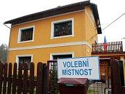 V Nové Olešce na Děčínsku lidé volili v rodinném domku.