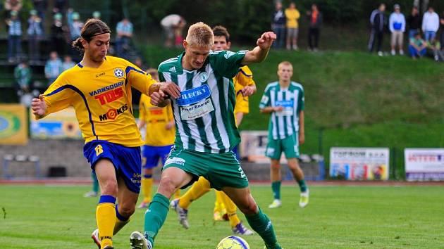 PŘIVEZOU BODY? Varnsdorfský Denis Cana v souboji proti FK Bohemians.