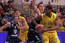 ANI 92 BODŮ NESTAČILO. Děčínští basketbalisté nestačili na Olomoucko, v nadstavbě zatím ani jednou nevyhráli.