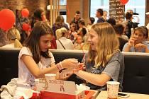 V Děčíně otevřel svou pobočku první velký fast foodový řetězec, rychlé občerstvení od 1. června nabízí KFC u Tesca.