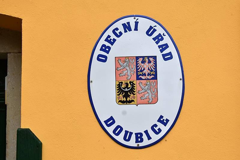 V Doubici na Děčínsku volilo o téměř třetinu lidí více než kolik má obec obyvatel.