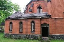 O Červený kostel ve Varnsdorfu se padesát let nikdo nestaral.