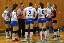 Volejbalistky spojeného týmu Děčína a Rumburka.