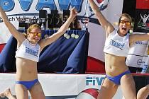 Vítězství si beachvolejbalistky pořádně vychutnali.