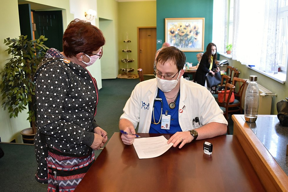 Do Krásné Lípy přijel mobilní očkovací tým.