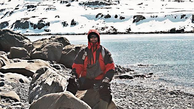 """Cestovatel Eslem radí: """"K tučňákům se přibližujte pomalu, kývavým pohybem, jako sami chodí. Jinak utečou."""""""