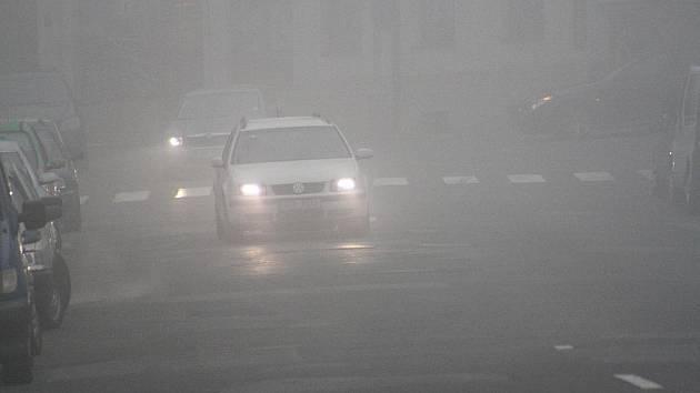 Nad Děčínskem sedí smog způsobený inverzím počasím.