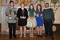 Mladí stolní tenisté z Děčína převzali ceny v Ploskovicích.