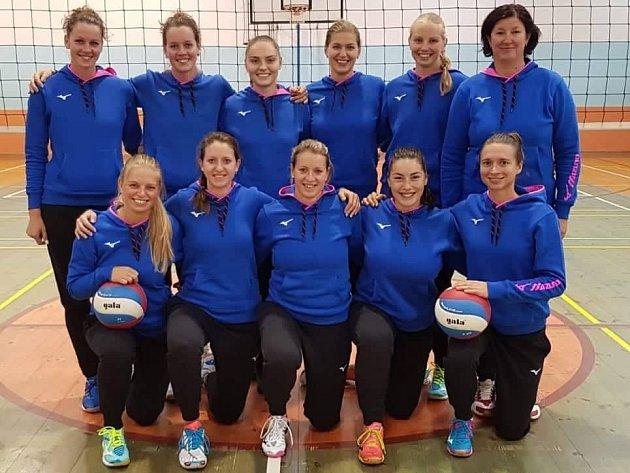 DOBRÝ VSTUP. Volejbalistky sdruženého týmu Děčín-Rumburk vlétly do nové sezony ve velkém stylu. Po čtyřech zápasech drží třetí místo.