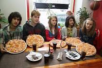 Děti z Dětského domova dostaly zdarma pizzu.