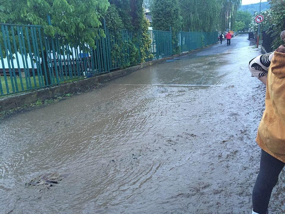 Přívalový déšť v Benešově.