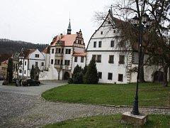 Zámek v Benešově nad Ploučnicí.