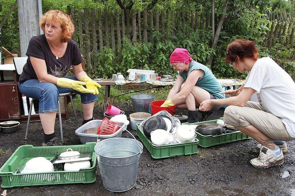 Obyvatelé Děčínska likvidují následky sobotní velké vody