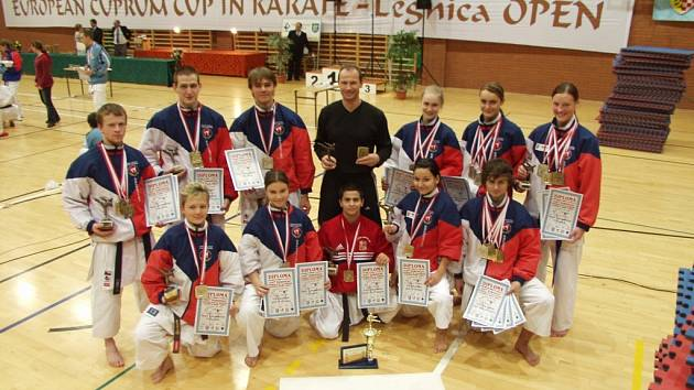Celá výprava karate klubu Sport Relax se mohla právem pyšně pochlubit obrovskou medailovou úrodou.