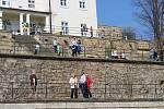 Zahrady děčínské zámku přivítaly po zimě první návštěvníky.