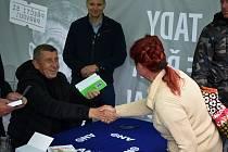 Premiér Andrej Babiš podepisoval ve Varnsdorfu svou knížku.
