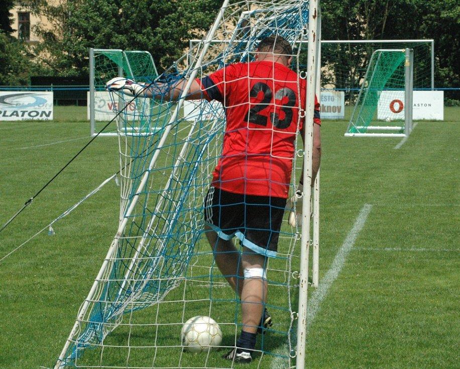 ANI ŠLUKNOV NEZAHÁLEL, v sobotu pořádal fotbalový turnaj.