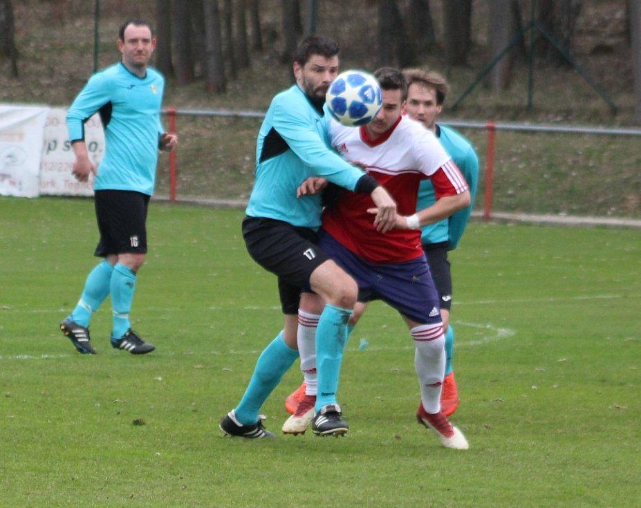 MODRÁ SE RVE. Jiskra (červené dresy) doma porazila Horní Jiřetín 3:0.
