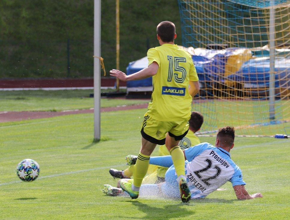 Doma zase bez bodů. Varnsdorf (ve žlutém) v Kotlině prohrál s Prostějovem 1:3.