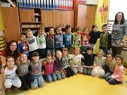 Třída 1.B ze ZŠ Na Stráni s paní učitelkou Hanou Šulcovou a asistentkou pedagoga Lucií Tupou.