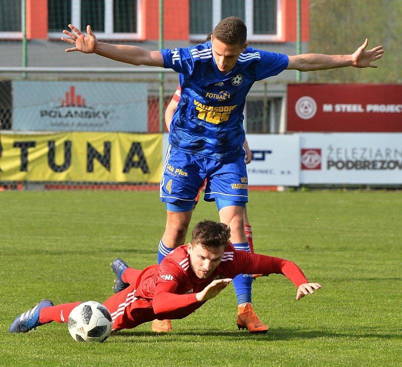PORÁŽKA. Varnsdorf (v modrém) prohrál 0:2 v Třinci.