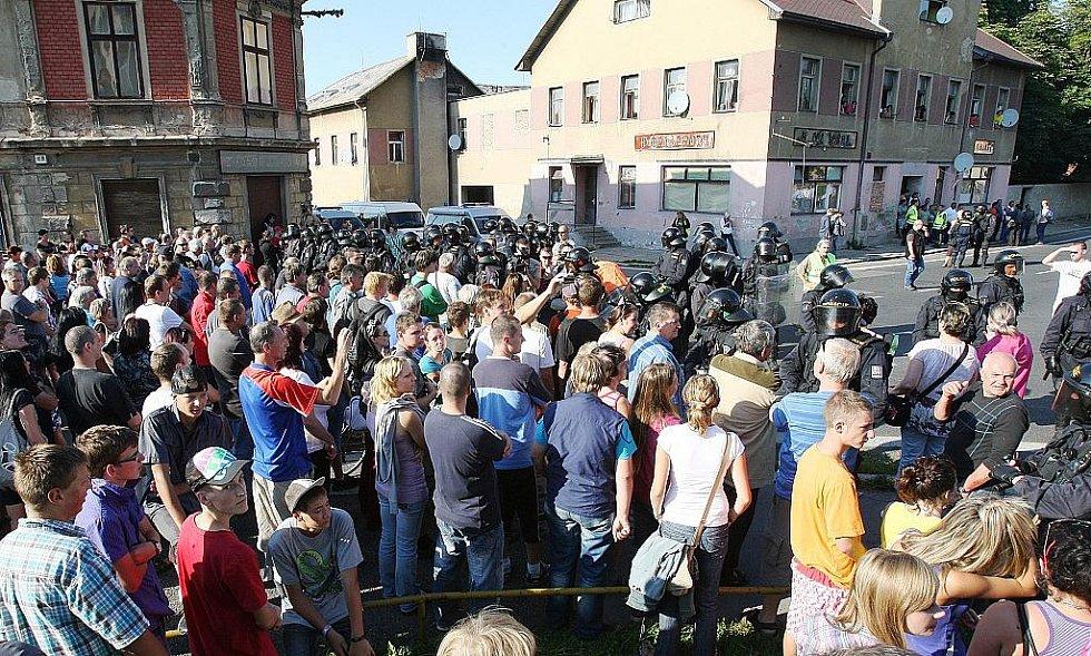 Páteční shromáždění ve Varnsdorfu se změnilo v pochod.