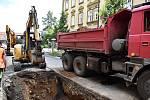 Na ulici Prokopa Holého se propadla část kanalizace.
