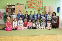 Žáci 1.A ze ZŠ Komenského v Děčíně s paní učitelkou Květuší Grosovou.
