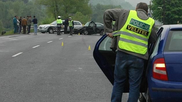 Dopravní nehoda uzavřela hlavní tah mezi Ústím nad Labem a Děčínem