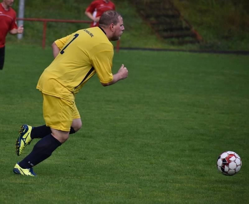 Debakl. Rumburk (žluté dresy) vyhrál na Střekově 12:0.