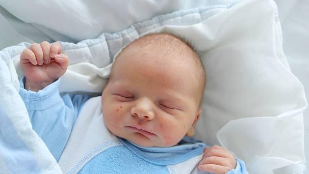 Mamince Dominice Toufarové z Varnsdorfu se v neděli 27. října v 16.25 hodin narodil syn Jan Toufar. Měřil 51 cm a vážil 3,65 kg.