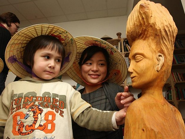 Na slavnostní otevření Centra pro cizince přišla řada osob cizích národností. Od Vietnamců, Afghánců až po obyvatele Afriky.