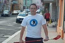 BIJE SE O HALU. Vedoucí florbalu v Děčíně, Tomáš Štěpánek, stále apeluje na vedení města kvůli vyhovující hale.