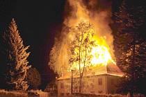 Oheň zdevastoval 300 let starou faru v Brtníkách.