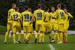 PARÁDA. Varnsdorf (ve žlutém) doma porazil Vyšehrad 6:1.