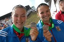 Karolína Kumžáková a Martina Víchová se už loni radovali ze stříbrné medaile z Mistrovství světa juniorů