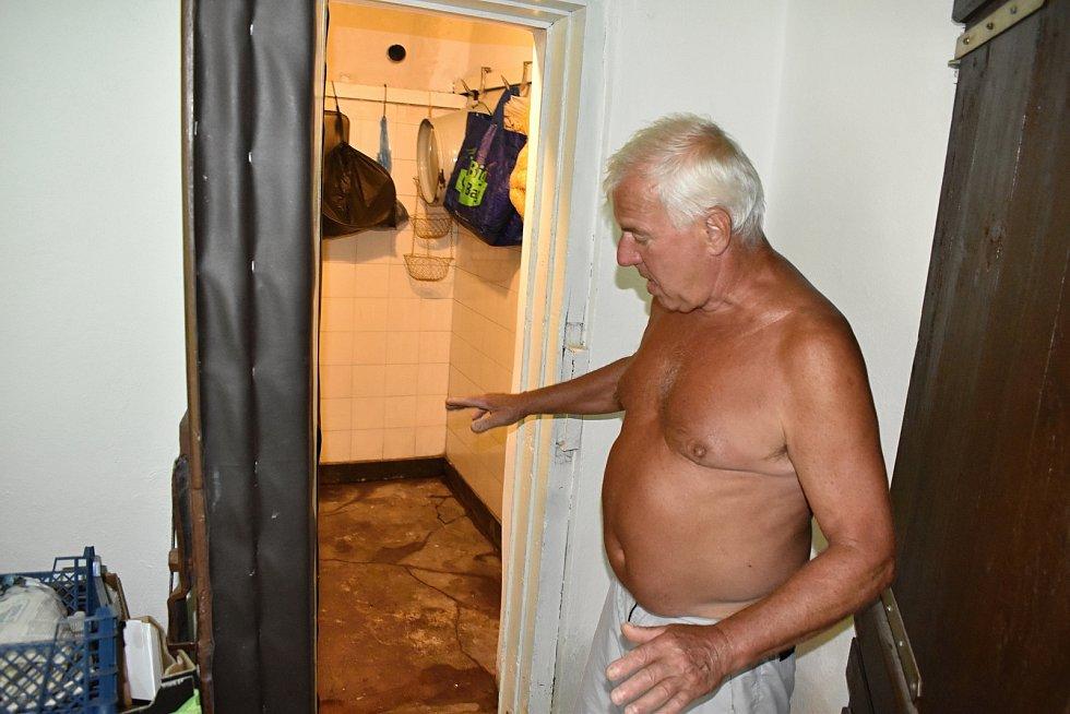 Přívalové deště poničily v Lobendavě a v Dolní Poustevně desítky domů.