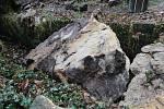 Ve Hřensku spadl patnáctitunový kámen.