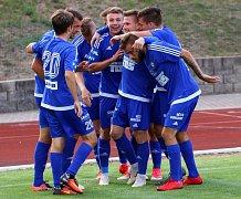 RADOST. Fotbalisté Varnsdorfu oslavují jedinou trefu do sítě Hradce. Byla vítězná.