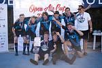 DĚČÍNŠTÍ DOROSTENCI si z florbalového turnaje, který se konal v Dobrušce, dovezli zlaté medaile.