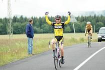 DAVID JEŘÁBEK z klubu Sweep cycling  Eltech vede Severočeskou amatérskou ligu v kategorii třicetiletých.