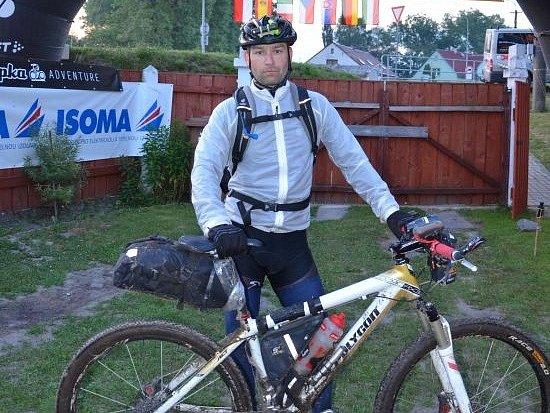 LADISLAV BIMON se svým kolem, se kterým urazil tisíc mil a nakonec dojel na třetím místě.