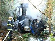 V úterý 30. května ráno shořel harvestor v lese u Růžové.
