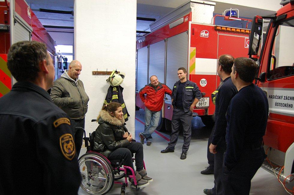 Hasiče ve Varnsdorfu navštívila Dominika, kterou zachránili.