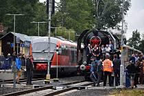Parní vlak slavnostně zahájil provoz na novém Vilémovském viaduktu.