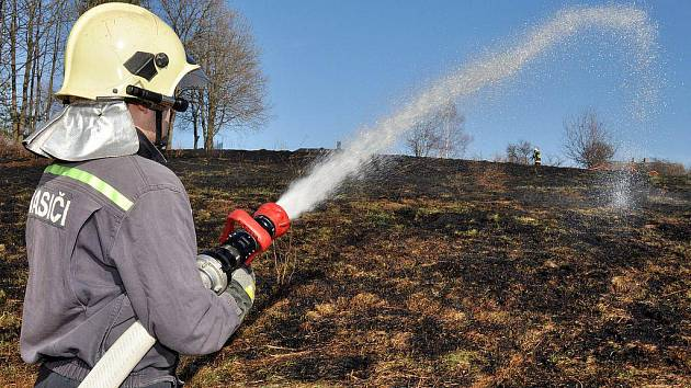 Ve středečních odpoledních hodinách vyjela hasičská jednotka Varnsdorf k požáru suché trávy.